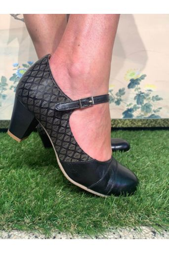 Linda Pumps in Black